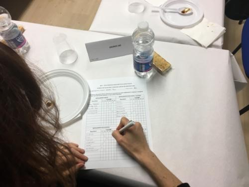 Giudice durante il panel analisi sensoriale